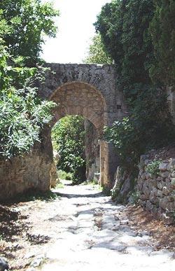 Le mura e la porta romana di saturnia manciano - Pub porta romana ...
